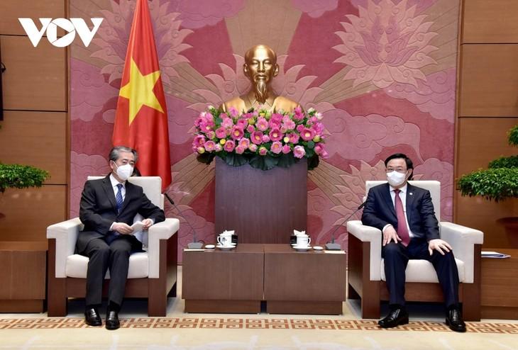 Vuong Dinh Huê: Le Vietnam tient absolument à renforcer son partenariat stratégique avec la Chine - ảnh 1