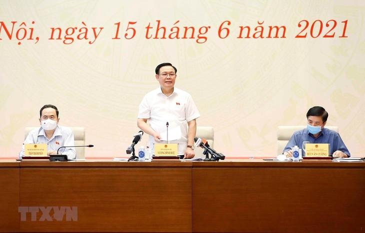 Vuong Dinh Huê rencontre les organes de presse - ảnh 1