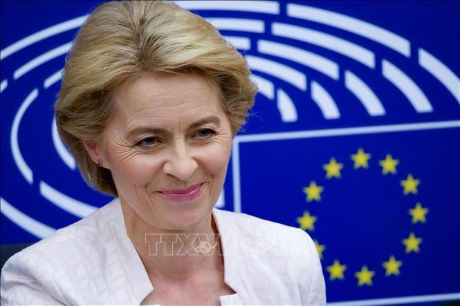 Ursula von der Leyen en tournée pour défendre le plan de relance européen - ảnh 1