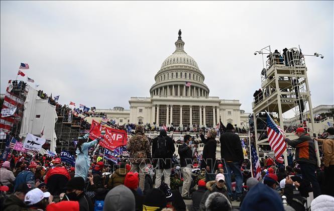Première audience du comité de la Chambre des représentants consacré à l'émeute du Capitole - ảnh 1