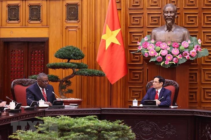 Le secrétaire américain à la Défense reçu par Pham Minh Chinh  - ảnh 1