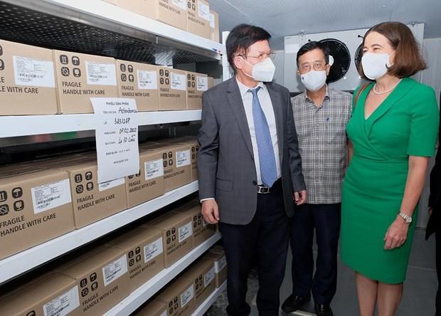 Dons de vaccins et d'équipements sanitaires: Pham Minh Chinh remercie son homologue australien - ảnh 1