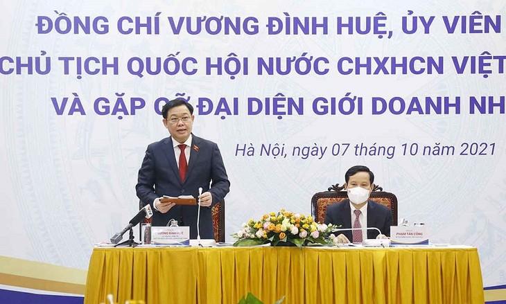 Rencontre entre Vuong Dinh Huê et des hommes d'affaires  - ảnh 1