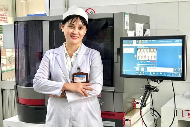 О женщине-враче Нгуен Тхи Минь Тхи, которая разработала программное обеспечение для управления безопасным переливанием крови - ảnh 1