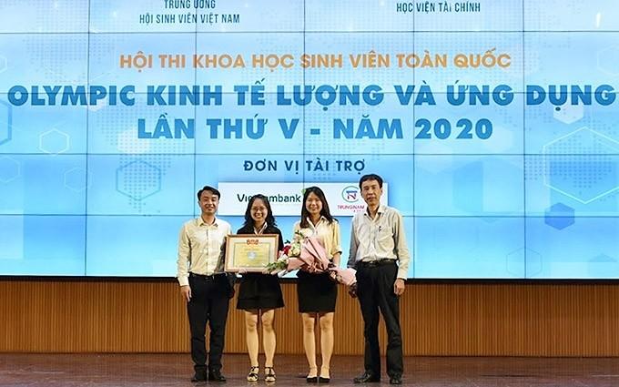В Ханое прошел финал 5-й Олимпиады по тригонометрии и ее практическому примению для студентов - ảnh 1