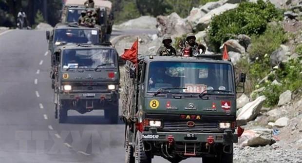 Индия и Китай продолжают вывод войск из спорного пункта - ảnh 1