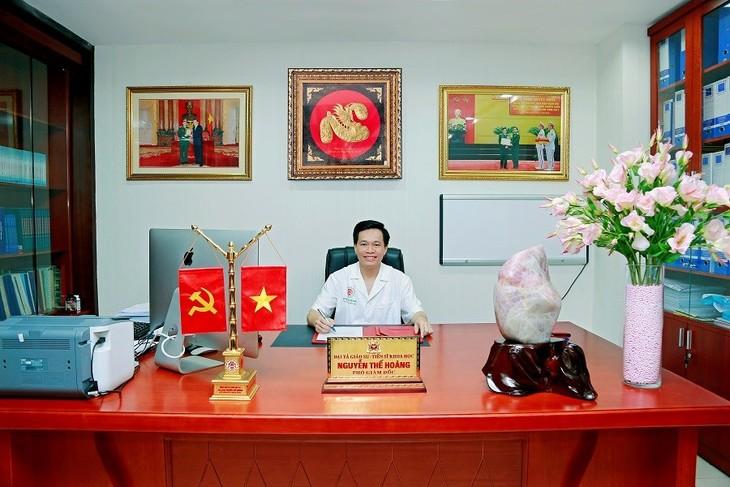 Врач Нгуен Тхе Хоанг и его успешная операция, вошедшая в историю мировой медицины - ảnh 1