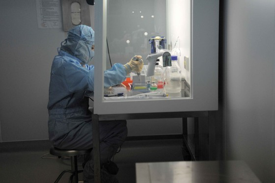 Вьетнам направил образец вакцины от Сovid-19 в США для клинических испытаний - ảnh 1