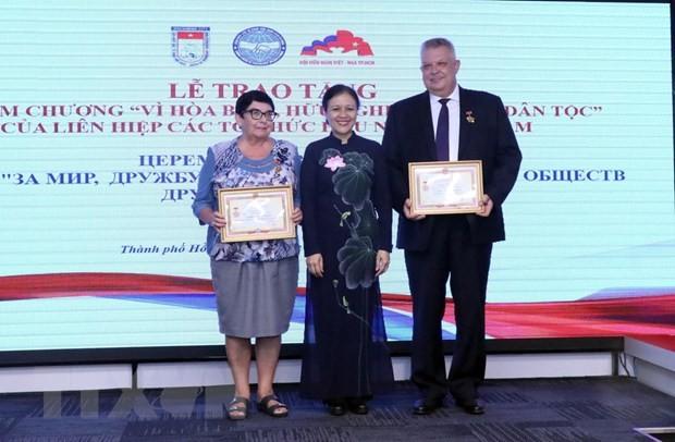 Выражение признательности отдельным лицам, внесшим вклад в развитие вьетнамо-российских отношений - ảnh 1
