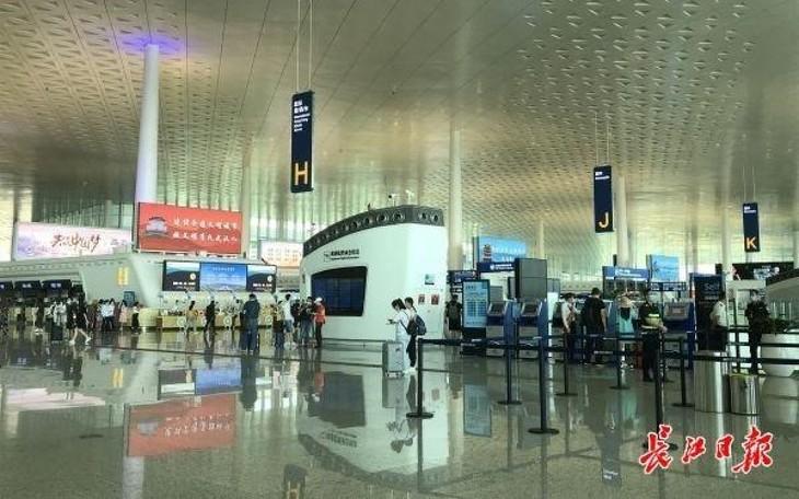 Китайский Ухань постепенно возобновляет авиасообщение из Китая в ЮВА - ảnh 1