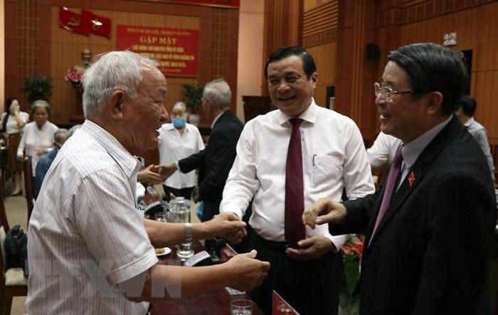 Вице-спикер парламента Вьетнама Нгуен Дык Хай встретился с бывшими руководителями парткома особой зоны Куангда - ảnh 1
