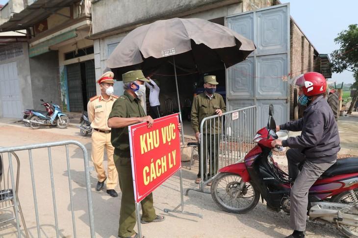 С 18 часов 12 мая до 6 часов 13 мая во Вьетнаме были выявлены 35 новых случаев заражения коронавирусом - ảnh 1