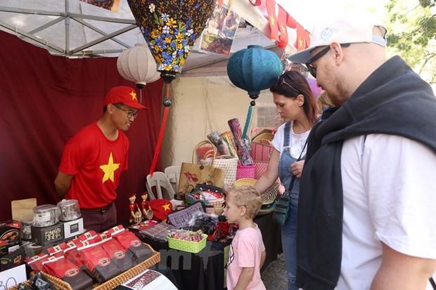 Giới thiệu văn hóa Việt tại Hội chợ ASEAN Bazar ở Argentina - ảnh 1