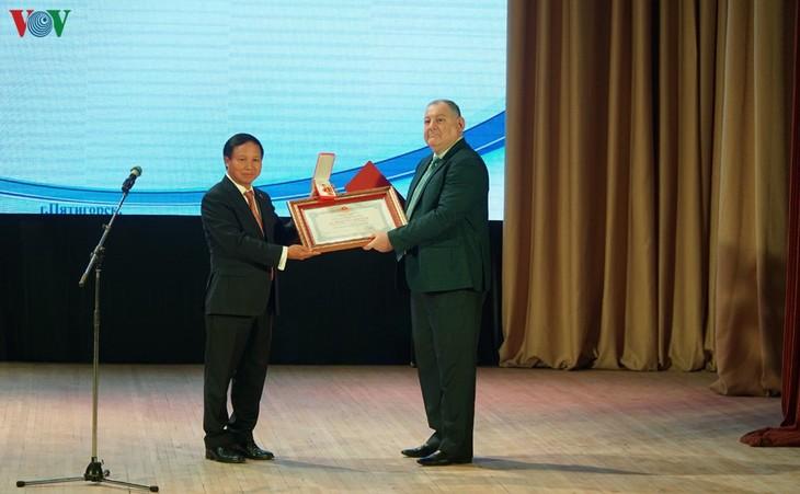 Trao tặng Huân chương hữu nghị cho Trường Đại học Tổng hợp quốc gia Pyatigorsk – Liên bang Nga - ảnh 1