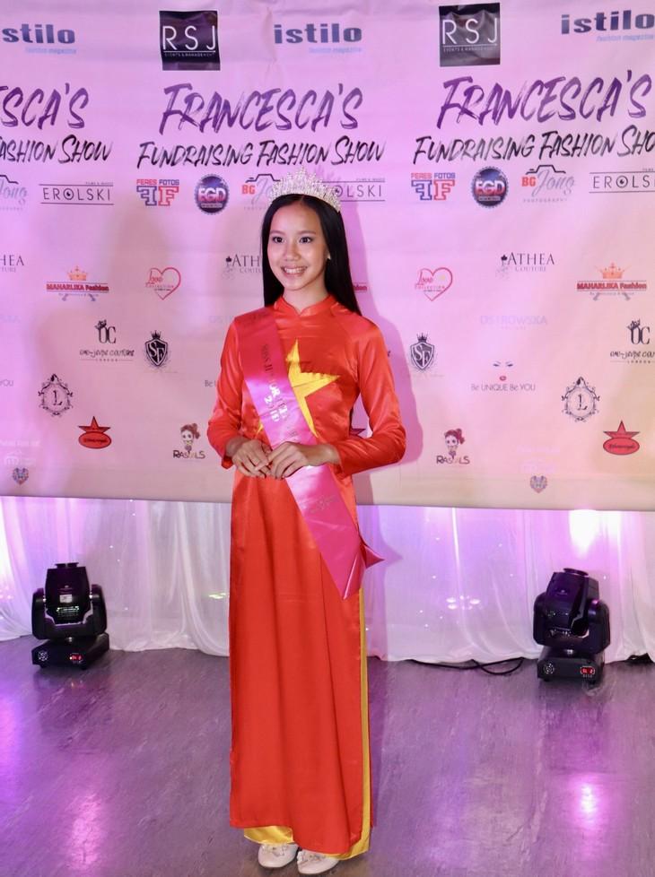Áo dài Việt Nam tham gia trình diễn gây quỹ từ thiện tại London  - ảnh 2