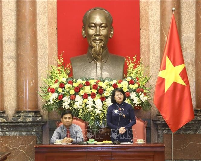 Phó Chủ tịch nước Đặng Thị Ngọc Thịnh tiếp Đoàn đại biểu Người có công và Cựu chiến binh tỉnh Vĩnh Long - ảnh 1