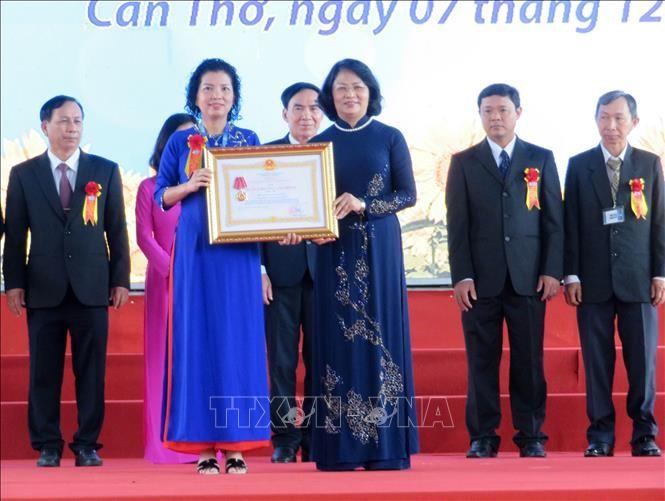 Phó Chủ tịch nước Đặng Thị Ngọc Thịnh dự Lễ kỷ niệm 40 năm Trường Đại học Y dược Cần Thơ - ảnh 1
