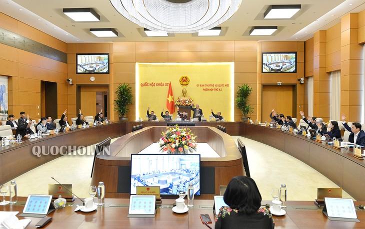 Ủy ban Thường vụ Quốc hội biểu quyết thông qua Nghị quyết sắp xếp đơn vị hành chính một số huyện, xã - ảnh 1