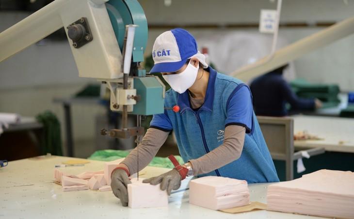 Vinatex tiếp tục cung cấp ra thị trường hàng triệu khẩu trang mỗi ngày - ảnh 1
