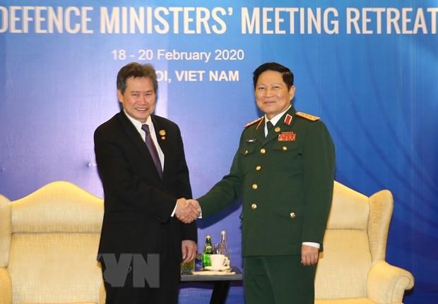 ADMM hẹp: Bộ trưởng Quốc phòng Ngô Xuân Lịch tiếp Tổng Thư ký ASEAN, Bộ trưởng Quốc phòng Campuchia - ảnh 1