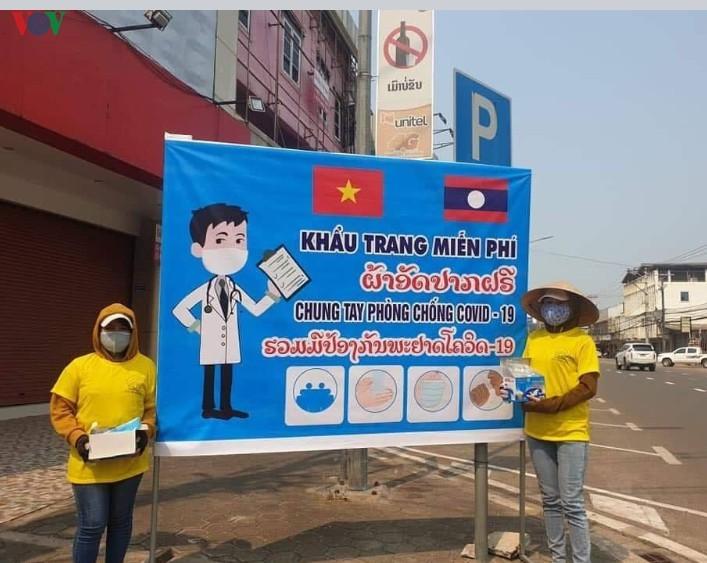 Cộng đồng người Việt tại Lào chung tay chống dịch - ảnh 1
