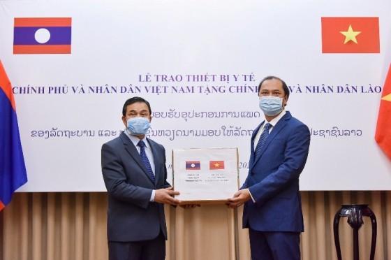 Việt Nam hỗ trợ Lào, Campuchia trang thiết bị y tế để phòng chống dịch Covid – 19  - ảnh 1