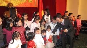 Komunitas orang Vietnam di luar negeri menyambt Tahun Baru 2012 - ảnh 1