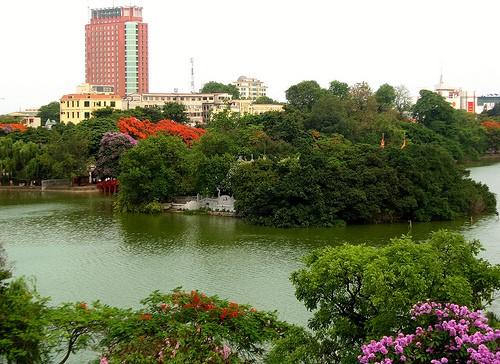 Musim panas di kota Hanoi, Vietnam - ảnh 1