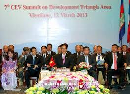 Mendorong kuat kerjasama  Kawasan Segi Tiga Perkembangan Kamboja-Laos-Vietnam - ảnh 2