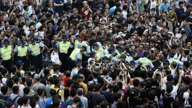 Pasukan keamanan Hongkong (Tiongkok)  menangkap 19 pengacau  provokatif - ảnh 1