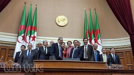 Mempererat  lebih lanjut lagi hubungan tradisional Vietnam- Aljazair - ảnh 1