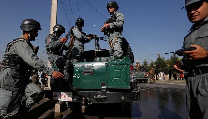 Afghanistan membasmi 3 pembangkang yang menyerang gugus jasa logistik dan militer asing di Kabul - ảnh 1
