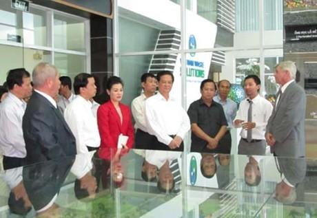 Премьер-министр СРВ Нгуен Тан Зунг посетил комплекс по обработке отходов Дафыок - ảnh 1