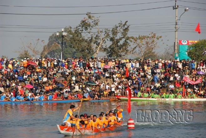 В разных провинциях и городах Вьетнама проходят новогодние фестивали - ảnh 1