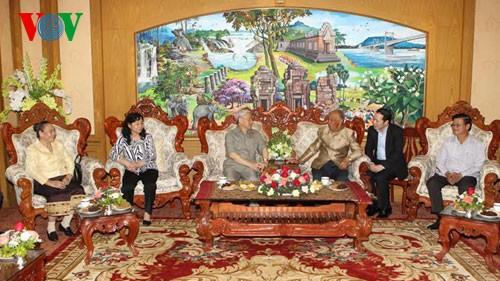 Генсек ЦК КПВ посетил Лаос и поздравил лаосский народ с новогодним праздником - ảnh 1