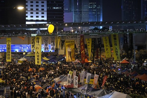 В Гонконге вновь вспыхнули столкновения митингующих с полицией - ảnh 1