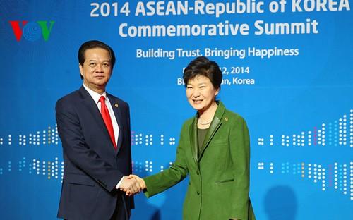 Премьер-министр СРВ Нгуен Тан Зунг завершил участие в саммите АСЕАН-Республика Корея - ảnh 1