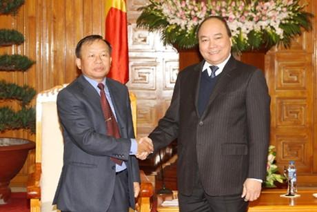 Нгуен Суан Фук принял делегацию Лаосского центрального комитета по развитию деревни - ảnh 1