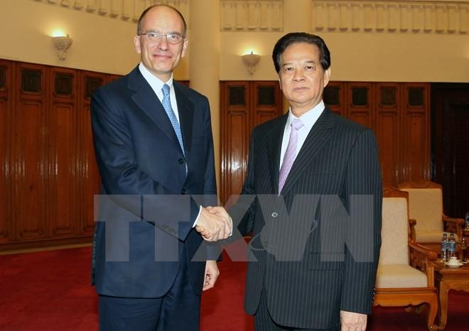 Премьер СРВ принял экс-премьера Италии и делегацию Общества южнокорейско-вьетнамской дружбы - ảnh 1