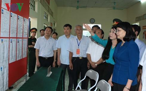 Проверка подготовительной работы к всеобщим выборам в разных районах Вьетнама - ảnh 1