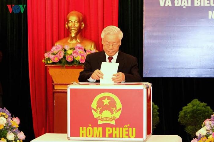 Во Вьетнаме прошли выборы в Национальное собрание страны и народные советы разных уровней - ảnh 1