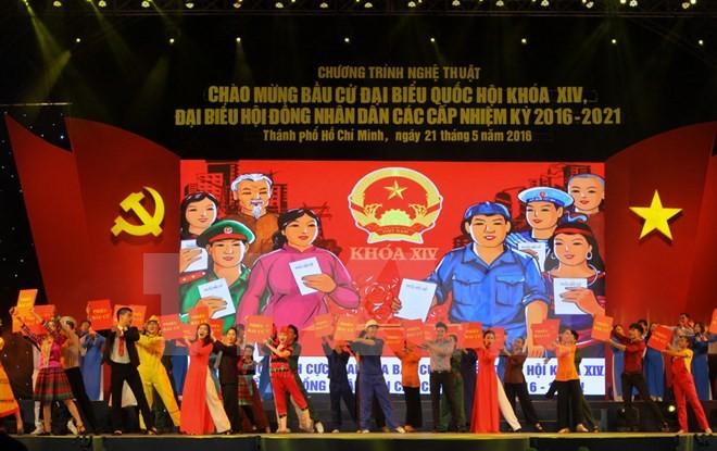 Во Вьетнаме прошел ряд художественных программ, посвященных дню выборов - ảnh 1