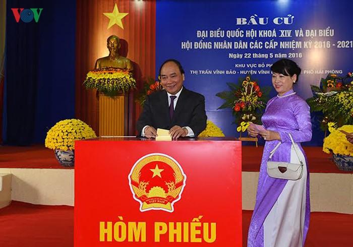 Во Вьетнаме прошли выборы в Национальное собрание страны и народные советы разных уровней - ảnh 3