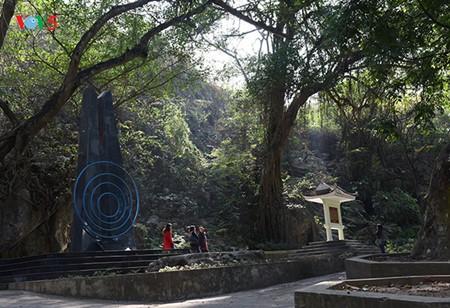 Посещение места, где 70 лет назад Хо Ши Мин прочитал стихи, поздравляющие с Новым годом - ảnh 1