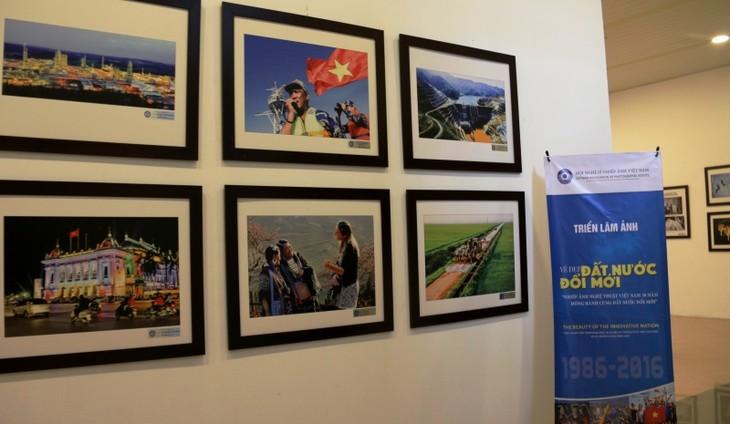 Открылась выставка «Фотоискусство Вьетнама за 30 лет обновления страны» - ảnh 1