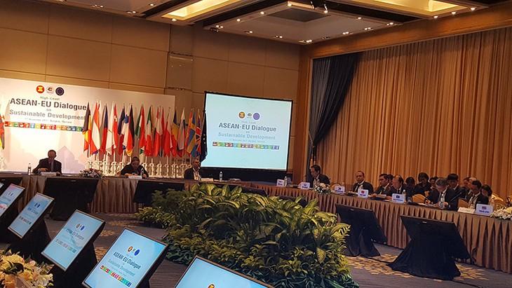 В Бангкоке прошёл диалог АСЕАН-ЕС по устойчивому развитию - ảnh 1