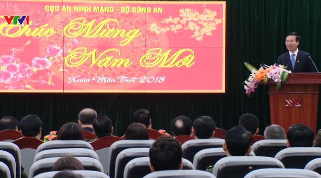 Во Ван Тхыонг поздравил военнослужащих и деятелей литературы с Тэтом - ảnh 1