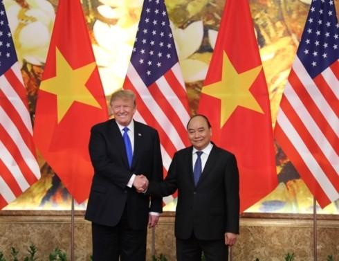 Премьер Вьетнама Нгуен Суан Фук встретился с президентом США Дональдом Трампом - ảnh 1