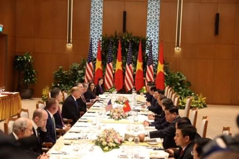 Премьер Вьетнама Нгуен Суан Фук встретился с президентом США Дональдом Трампом - ảnh 2