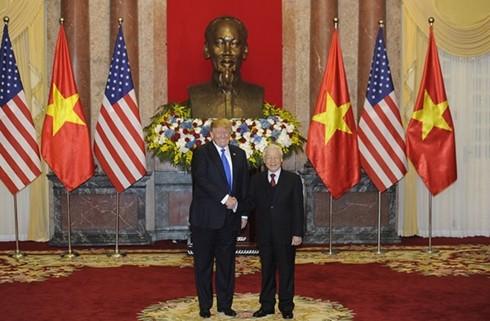 Генсек ЦК КПВ, президент СРВ Нгуен Фу Чонг провел переговоры с президентом США Дональдом Трампом - ảnh 2